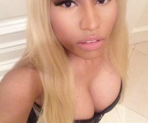 nicki minaj and selfies image