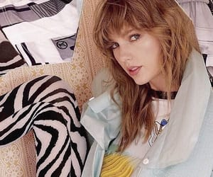 Taylor Swift and elle uk image