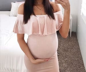 baby bump, fashionista, and pregnant image