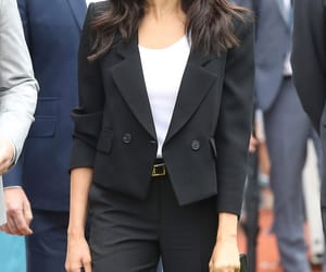 suit and meghan markle image