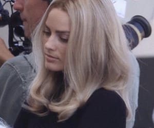 margot robbie and actress image
