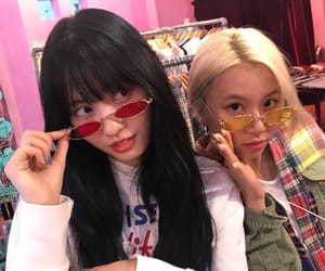 twice, momo, and chaeyoung image