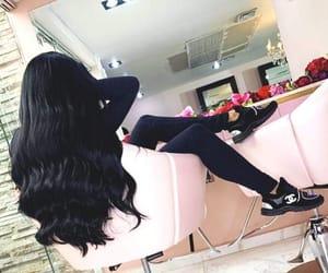 beautiful, mujer, and salon image