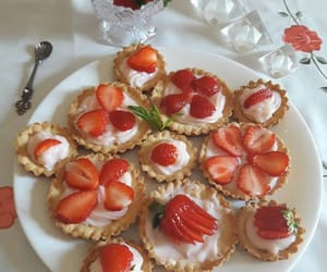 food, fraise, and nourriture image