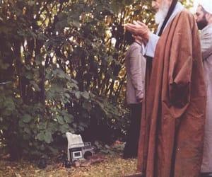 العلماء and روح الله الخميني image
