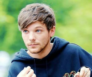 blue eyes, wallpaper, and louis tomlinson image