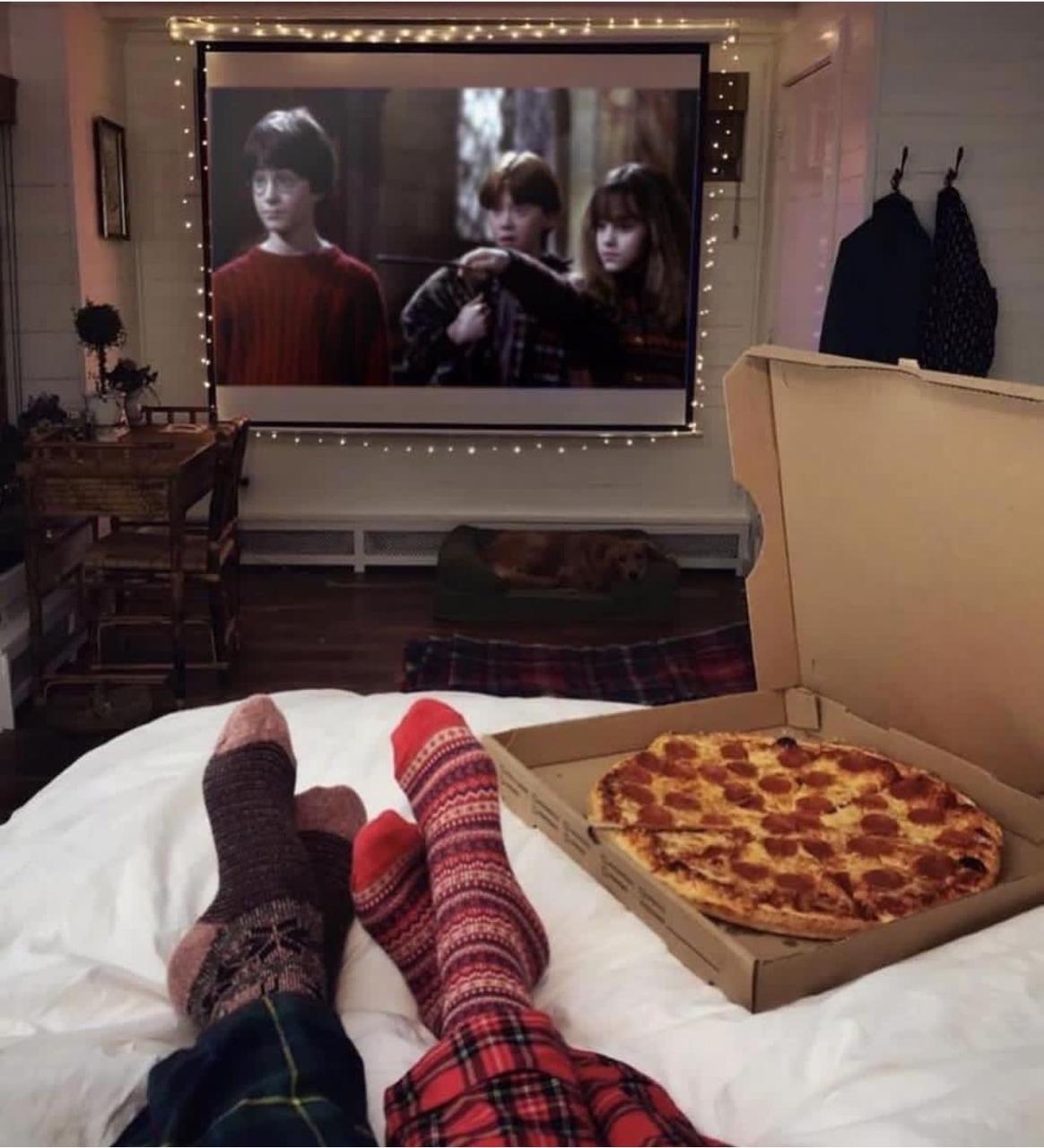 Imagem de pizza, couple, and movie