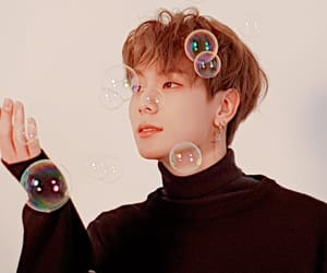 bubbles, idol, and kpop image