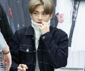 light brown hair, jambangee fansign, and skz image