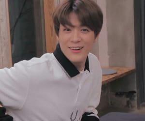 asian boy, happy, and lee jeno image
