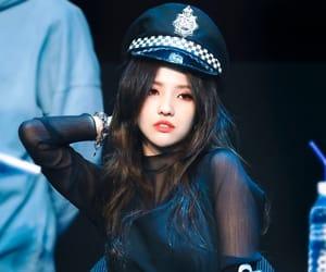 soyeon, (g)i-dle, and idle image