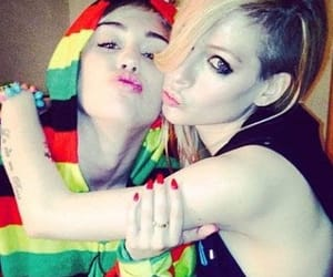 Avril Lavigne, icon, and miley cyrus image