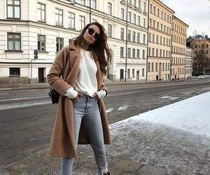 winter outfit | stijl | mode | edgy | chic | lange beige jas | wit gebreid ... , #beige #gebreid #lange #outfit #stijl #winter, 2019