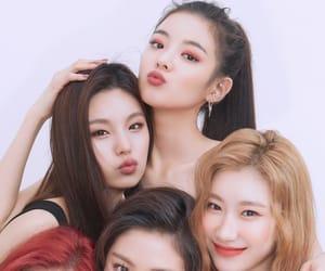 itzy, yuna, and yeji image