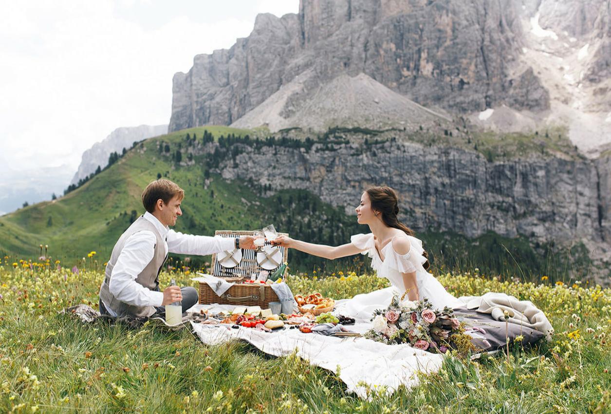 picnic couple romantic image