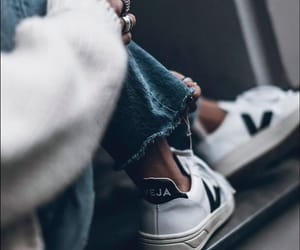 clothes, fashion, and tenis image