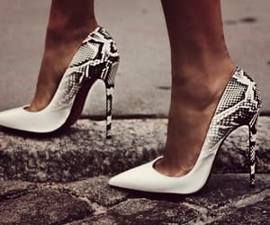 accessories, details, and high heels image