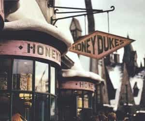harry potter, honeydukes, and hogwarts image
