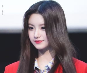 kpop and everglow image