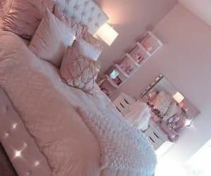 Pretty in pink bedroom decor