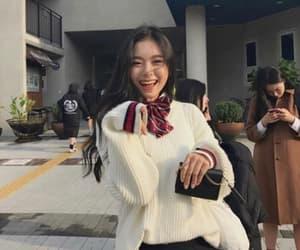 girl, korean, and uzzlang image