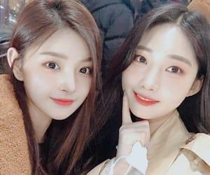 everglow, sihyeon, and yiren image
