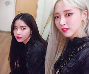 solar and mamamoo image