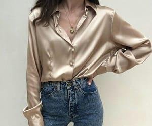 девушка, джинсы, and рубашка image