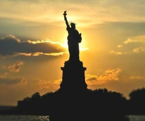 new york, amazing, and statue of liberty image