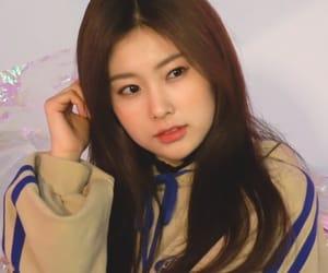 girl group, kang hyewon, and iz*one image