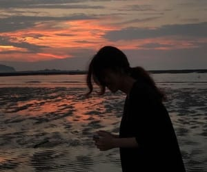 girl, sunset, and aesthetic image