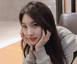 everglow, sihyeon, and kpop image