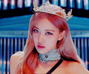 crown, kill this love, and park chaeyoung image