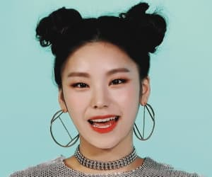 gif, k-pop, and itzy image