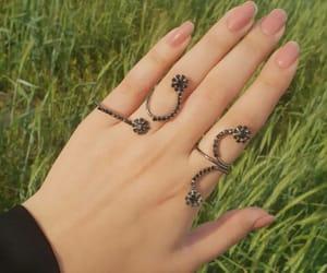 accessories, bijoux, and hand image
