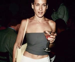 Carrie Bradshaw, cocktail, and girl image