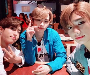 kpop, Minho, and hyunjin image
