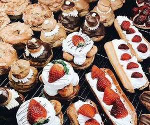 chocolate, FRUiTS, and dessert image