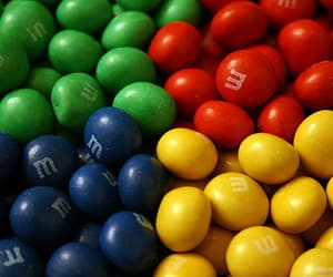 colors and m&m image