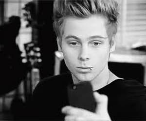 cutie, lukey, and 5sos image