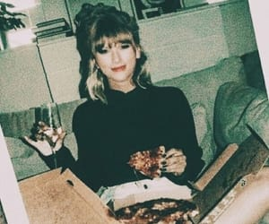 pizza and Taylor Swift image