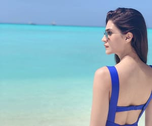 actress, Maldives, and kriti sanon image