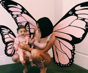 body, kardashians, and butterfly image