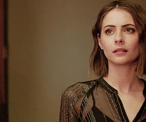 willa holland, thea queen, and arrow image