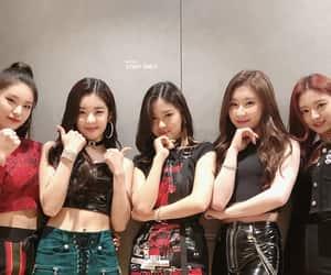 girl group, yeji, and chaeryeong image