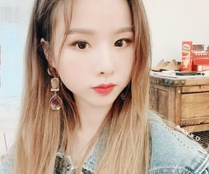 aesthetic, selfie, and exid image