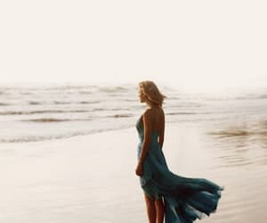 sea and Taylor Swift image