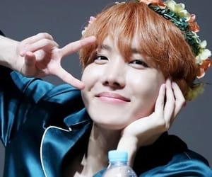 flower crown, kpop, and fansign image