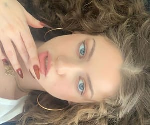 curls, nails, and dytto image