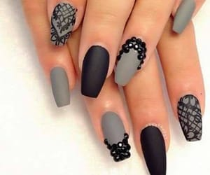 black, gris, and nails image